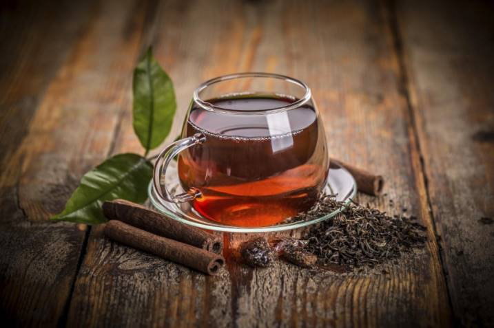 польза черного чая для зрения и кожи