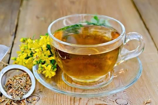 заваренный чай из зверобоя
